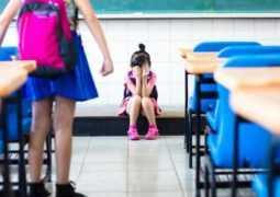 Ребенка обижают в школе. Как разговаривать с учителем