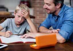Не умеют быстро писать и слишком старательные: 4 недочета семейного обучения