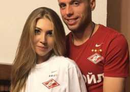 Денис Глушаков через суд требует денег от бывшей жены